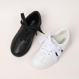Sapatos infantis meninas novas crianças sapatos de moda bonito lace versão 2019 novo estilo de cor sólida lado vermelho e verde pano cheap fashion cloths for kids de Fornecedores de moda panos para crianças