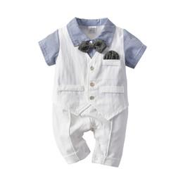 Ensemble gilet bébé garçon en Ligne-2019 vêtements bébé garçon tenues barboteuses douces rayures combinaisons avec gilet blanc noeud papillon 3pcs mis Hotsale 0-24 mois