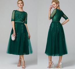 2019 vestidos de chá verde Elegante A linha de ilusão Neck Tea Comprimento Lace Tulle Cocktail Party Prom Vestido com Beading Apliques Meia Manga Verde Escuro Ocasião Especial desconto vestidos de chá verde