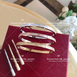 Braccialetti di diamanti delle signore online-Hanno francobolli Full Diamond designer amano i braccialetti per la signora Design Women Party Wedding Lovers regalo gioielli di lusso per la sposa con la scatola