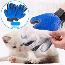 2019 piccoli animali prodotti all'ingrosso Pet Grooming Glove Hair Remover Brush Gentle Deshedding Efficient Pet Mitt Pet Guanti da massaggio Five Finger Glove Promuovere la circolazione sanguigna
