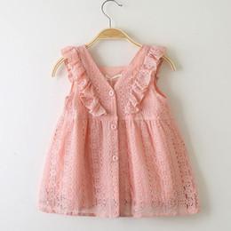 2019 vestido de cumpleaños de diseñador para niñas Venta al por menor 2019 Girls Lace Lotus Leaf Princess Dress Baby Kids boutique Cosplay Verano con cuello en V Botón Vestidos de cumpleaños niña ropa de diseñador vestido de cumpleaños de diseñador para niñas baratos