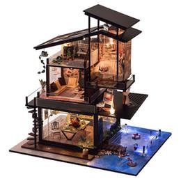 Miniatura de la costa Villa Casa de muñecas Kits de muebles DIY Casa de muñecas de madera con luces LED y caja de música para la mano Craft regalo de cumpleaños desde fabricantes