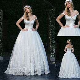 2020 Branco Ballroom vestidos de noiva Alças Appliqued mangas do vestido nupcial Open Back Ruffle Lace lantejoulas Trem da varredura Robes De Mariée de