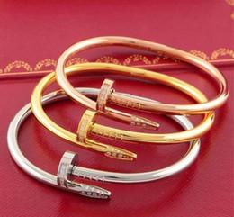 grandes pulseiras para as mulheres atacado Desconto 2019 venda Quente 316L titanium aço nome da marca amantes do punk do prego mulheres e homem bangle frete grátis