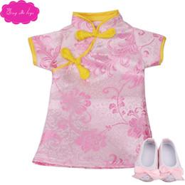 Muñecas chinas online-18 niñas pulgadas muñeca del cheongsam hanbok chino clásico con los zapatos de la falda recién nacido estadounidense juguetes para bebés encajan 43 cm bebé muñecas c33