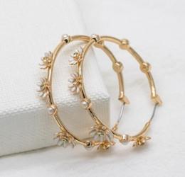 pendentifs africains faits à la main Promotion Créateur de mode de haute qualité pour femmes 2019 Fleurs blanches délicates et ravissantes boucles d'oreilles en or