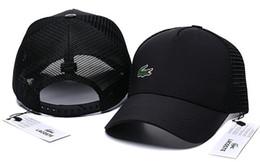 ricami Sconti 2019 nuovo berretto da baseball della maglia di alta qualità Uomini Designer di moda delle donne Ricamo orso cappello di lusso europeo stile americano golf visiera sportiva cappello