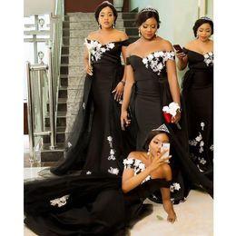 Vestidos de dama de honra de renda on-line-Preto elegante sereia dama Vestido com destacável Train 2019 Adulto White Lace Off the Shoulder longo da sereia do convidado do casamento