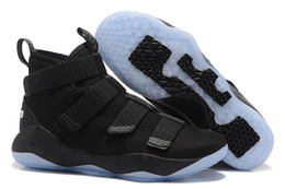 Scarpe da basket lebron 11 online-2018 nuovi James Soldier XI 11 Blu scuro uomini / donne Scarpe da basket LeBron Soldier XI 11 Nero / Rosso / Bianco scarpe da ginnastica sportive