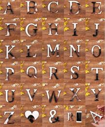 Festival de cartazes on-line-28 Letras Inglês Amor coração Superfície Do Espelho De Acrílico Adesivo De Parede 3D Prata Alfabeto Cartaz Quarto Festa Festival Decoração DIY Arte Mural
