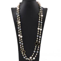 Модный дизайнер роскошный классический винтажный клевер цветок элегантный яркий красочный жемчуг многослойный длинный свитер ожерелье для женщины от Поставщики старинные ожерелья заявление жемчуг