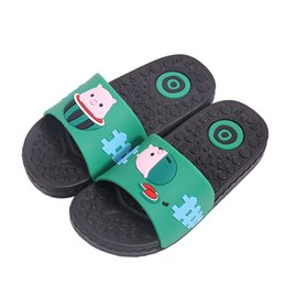 Niños zapatos descalzos online-Dibujos animados lindos Cerdos Niños Zapatillas Playa de verano antideslizantes Zapatillas cómodas Niño para niñas Chicas Chanclas Chanclas zapatos descalzos