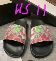 T-shirt de tiras on-line-Venda quente de Verão Chinelos Mulheres crianças T-cinta Flip Flops Sandálias Thong Designers Buckle Strap Lady Slides Sandálias