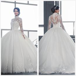 2019 vestido de novia moderno en capas de tul Árabe modesto de manga larga de encaje vestidos de bola vestidos de novia de tul de cuello alto Applque piso longitud de la boda Vestidos de novia con botones de 2020