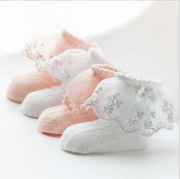 Meias de renda rosa on-line-Baby girl cor sólida verão branco rosa Princesa meias meias bebê meias de algodão meias de renda bonito
