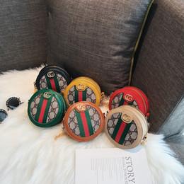 suporte de cartão de corpo cruzado Desconto Crianças Deaigner Bolsas 2019 Moda Coreano Meninas Mini Princesa Bolsas Rodada Carta Impresso Cadeia Sacos Do Mensageiro Crianças Sacos De Doces Presentes