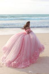 Quinceanera abiti abiti organza fiori online-2019 Nuovi abiti Quinceanera Baby Pink Ball Gowns Off the Shoulder Corsetto Vendita calda Sweet 16 Prom Dresses con fiori fatti a mano 449