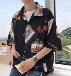 2019 camisa casual de estilo coreano de los hombres Hombres que imprimen camisas Diseño de moda para hombre Hip Hop Streetwear Shorts Camisas de manga Estilo coreano Punk Rave Diseñador Camisas casuales camisa casual de estilo coreano de los hombres baratos