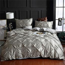 Ropa de cama gris sólido online-Sólido de lujo de imitación sedoso cómodo cubierta de tejido adulto de cama ropa de cama blanca / gris cama cubierta de la funda de almohada Cama cubierta del Duvet