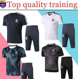 echte madrid uniform gesetzt Rabatt 2018 2019 Real Madrid Kurzarm-Trainingsanzug 3/4 Hosen-Set 18 19 Chandal Uniformen Maillot de foot Survêtement Fußballshirts