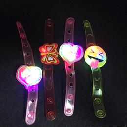 Brinquedo da correia da geléia on-line-12pcs / lot correia de pulso Jelly Flor macia Lumin Pulseira dos desenhos animados Led luminosos Flash Watch Wrist Band Light-Emitting Kids Brinquedos