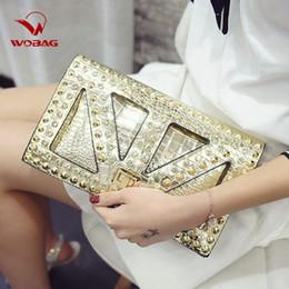 Bolsas mensageiros on-line-New Moda feminina PU Couro Messenger Bags famoso designer Crossbody Clutch Bag Preto Crânio cravado Punk Dia Estilo Bolsa Diamonds