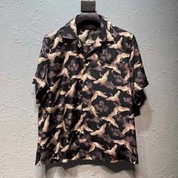 2019 camisa de seda plateada para hombre Para hombre camisa de manga corta AMIRI Amiri camisa de manga corta AMIRI águila Grúas impreso tela de seda pura moda Streetwear capa de la chaqueta de ropa
