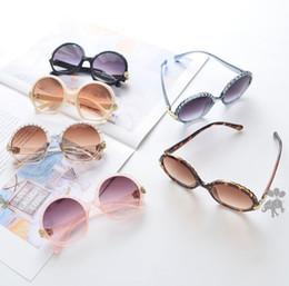 2019 óculos redondos Moda Meninas meninos óculos de sol de verão crianças rodada frame da forma óculos de sol 2019 crianças verão Uv 400 óculos de ciclismo crianças 'protetor solar F5745 óculos redondos barato