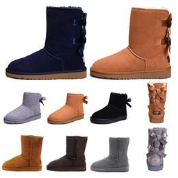Botines cortos online-UGG boots WGG Botas para mujer Short Mini Australia Classic Rodilla Tall Botas de nieve de invierno Diseñador Bailey Bow Tobillo Bowtie Negro Gris castaño rojo tamaño 5-10