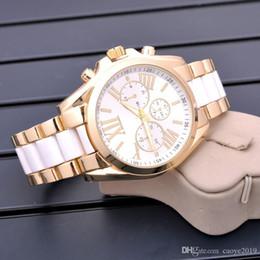 Relógios de mesa de quartzo on-line-QUENTE! EUA 2018 HOT Famosa Marca Relógios Mulheres Casual Designer de Relógio de Pulso Das Senhoras Moda de Luxo Relógio de Quartzo Relógio de Mesa