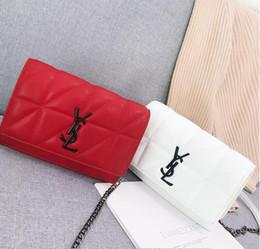 Bolsos de marca negro blanco online-Nuevas marcas famosas bolsos de mensajero de las mujeres pequeñas cadenas de bandolera bandolera moda mujer bolso de perlas 2019 Rojo Blanco negro