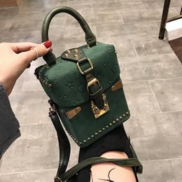 mehrfarbige leder patchwork handtasche Rabatt Rivet Handtaschen für Frauen 2019 Quadrat-Frauen-Beutel-Entwerfer-Schulter-Kurier-Beutel-Kasten-Paket-Platz Damen Handgeld