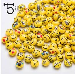25 unids 12 mm cara de la sonrisa Fimo Polymer Clay Beads para la joyería que hace las niñas Diy pulsera Perles suelta alrededor de Candy Beads C602 desde fabricantes