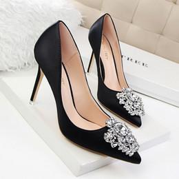 diseño hermoso vestido de las mujeres Rebajas Señora hermosa Dress Shoes Rhinestone de las mujeres del diseño del dedo del pie delgado y puntiagudo tacones altos Festival de partido atractivo de satén zapatos de boda bombas de las mujeres