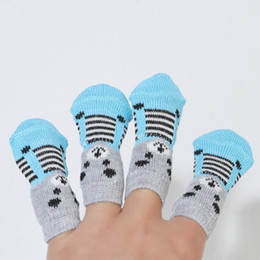 Calzini antisdrucciolo online-Paws antiscivolo Dirts Away Easy Dog Cat Shoe calzini Pet Dog Socks Cute 4 pz / set Indoor Soft Quality Cotton Warm DH0335