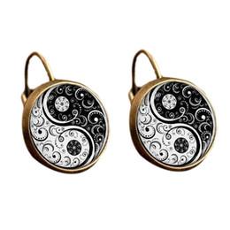 2019 viti nere orecchini gotici bianchi e neri di modo del tatuaggio della vite di Yin Yang di modo popolare gioielli Zen spiritosi degli orecchini della vite prigioniera sconti viti nere