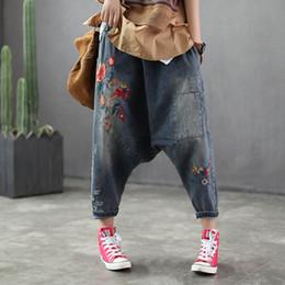 1056d3b8c7 Envío gratis nuevo 2019 mujeres Drop entrepierna Denim Harem pantalones  cruzados sueltos bordado rasgado Patchwork holgados más tamaño Jeans  pantalones