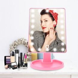 2019 lo specchio dello schermo di tocco ha portato 16 / 22LED Specchio per trucco Rotazione a 360 gradi Touch Screen LED Specchio per trucco leggero Specchietti di ricarica USB HHA477 sconti lo specchio dello schermo di tocco ha portato
