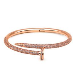 Estrella de la moda europea y americana clásico zircon microinlaid alta ronda clavo plata pulsera llena de mujeres anillo de taladro desde fabricantes