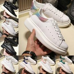 Hauteurs de massage en Ligne-Alexander Mcqueens  2019 Casual Chaussures De Marche Hauteur Augmentant Le Confort Jolie Fille Noir Blanc Poudre Chaussures En Cuir Hommes Mode Féminine Casual Sneakers