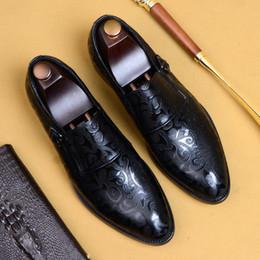 Yaz Yeni Nefes Artı Boyutu erkek Iş Deri Ayakkabı İngiliz Oyma Elbise Ayakkabı Sivri cheap shoes carves nereden ayakkabı oymalar tedarikçiler