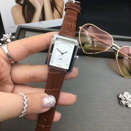 Kleine uhren für frauen online-Kleine zifferblatt arbeit mode italien mode lässig leder uhr frauen 25mm elegante quarzuhr armbanduhren montre de luxe orologio di lusso