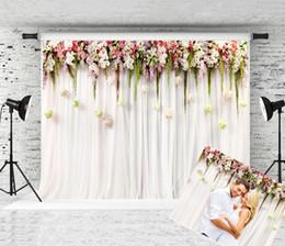 Cortinas blancas flores rosas online-Dream 7x5ft / (2.2m) Wx (1.5m) H Fotografía de la boda Telón de fondo Cortina blanca Fondo de flores rosadas para fiesta Foto estudio Prop