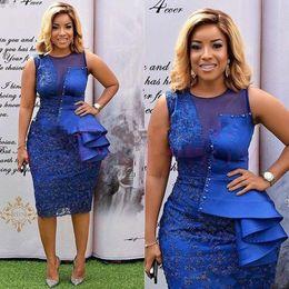 2019 сексуальные короткие королевские синие коктейльные платья жемчужина шеи кружева аппликации из бисера оболочка длиной до колен плюс размер арабский выпускного вечера Homecoming платья от
