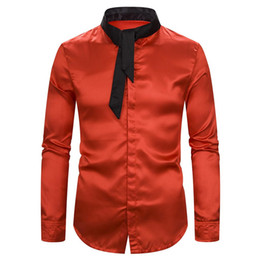 2019 homens vestindo camisas de cetim Satin Sólidos Camisa com laço Long Sleeve Slim Fit Nightclub vestir a camisa Men 2019 brilhante DJ Prom Stage Costumes de casamento blusa de seda homens vestindo camisas de cetim barato
