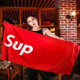 C полотенца онлайн-Плавать Пляжное Полотенце SUP Марка Шаль Motion Фитнес Коврик Для Йоги Мужчины И Женщины Классический Красный Черный Быстросохнущий
