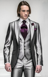 2019 chaleco coreano hombres Corea-satinado Plata brillante con borde negro Hombre Novio Trajes de boda Trajes de baile / traje formal (chaqueta + pantalón + chaleco + corbata + pañuelo)