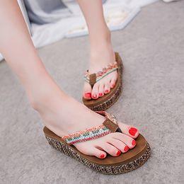 strass nero sandali strass Sconti Infradito con ciabatte e plateau in pelle con plateau e plateau per donna