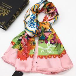 Новый стиль хорошее качество 100% шелковый материал печати цветочные квадратные шарфы для женщин размер 130см-130см от Поставщики вискозные женские